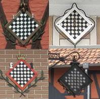 Schachbrett- Symbole im Ort