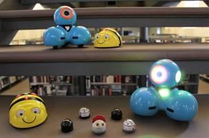 diverse Roboter in der Bibliothek [(c): Stadt Halberstadt/ Stadtbibliothek/ Stefanie Hahn]