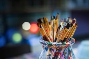 [(c): https://pixabay.com/de/photos/pinsel-maler-werkstatt-sch%C3%BCssel-3129361/]