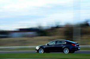 [(c): https://pixabay.com/de/photos/auto-fahren-geschwindigkeit-931948/]