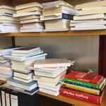 Regal-gelieferte-Bücher