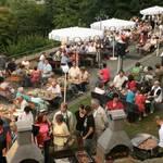 Publikum auf der Terasse des Jagdschloesschens beim 5. Parkfest im Landschaftspark Spiegelsberge - Foto: Peter Windhövel