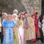 Die Halberstädter Zeitenreise malte mit ihren Kostümen das Fest bunt.  Foto: Jeannette Schroeder