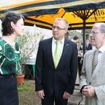 Diplomatin Lenka Stetkova, Vertreterin der Tschechischen Botschaft im Gespräch mit Oberbürgermeister Andreas Henke und Stadtratspräsident Dr. Volker Bürger