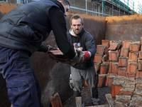 Gut sortiert sollen die nicht beschädigten Dachziegel bei Sanierungsvorhaben in der Altstadt wieder verwendet werden.