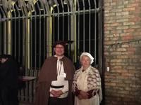 Der Türmer (Jens Pforte) und seine Gehilfin (Birgit Heyer) auf der Aussichtsplattform der Martinikirche.