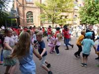 """Buntes Treiben beim Hoffest des Hortes der Grundschule """"Miriam Lundner"""""""