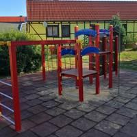 Spielplatz mit Klettergerüst [(c) KITA und Hort Hoppelnase]