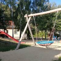 Spielplatz mit Nestschaukel [(c) KITA und Hort Hoppelnase]