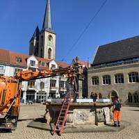 holzmarktbrunnen_wird_angestellt.jpg