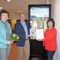 (von links) Petra Stange, stellvertretende Leiterin der Halberstadt Information, Thomas Rimpler, stellevertretender Oberbürgermeister, und Bärbel Schön, Geschäftsführerin des Landestourismusverbandes.