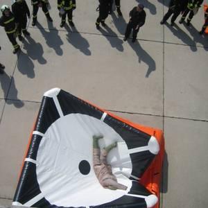 Feuer- und Umweltwache der Stadt Halberstadt - Übung Sprungpolster