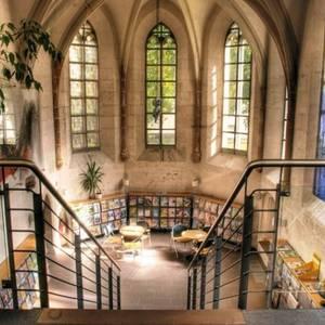 Der Nordflügel der Bibliothek mit der Peterskapelle