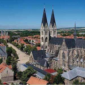 Halberstadt - Ihr Tor zum Harz | Blick auf den Dom mit Domplatz sowie der Liebfrauenkirche