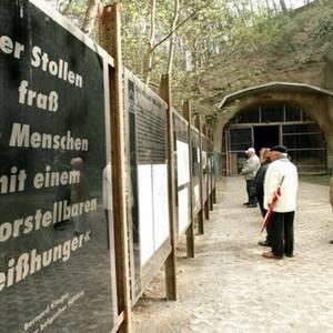 Gedenktafeln in der Gedenkstätte