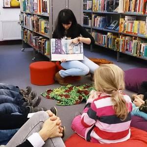 Vorlesestunde für Kindergartengruppen