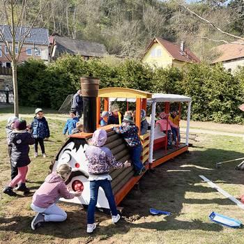 Eisenbahn für die Hoppelnasen [(c) Kita Hoppelnasen]
