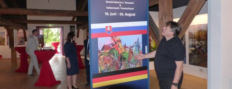 Stefan Kocka aus Banska Bystrica zeigt farbintensive Werke aus seiner Heimat und der Welt [(c) Stadtverwaltung Halberstadt/ Pressestelle]