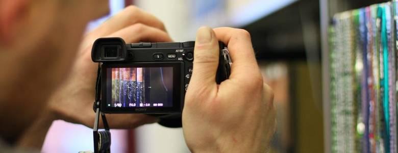 Arbeiten mit der Digitalkamera [(c) Florian Hartmann]
