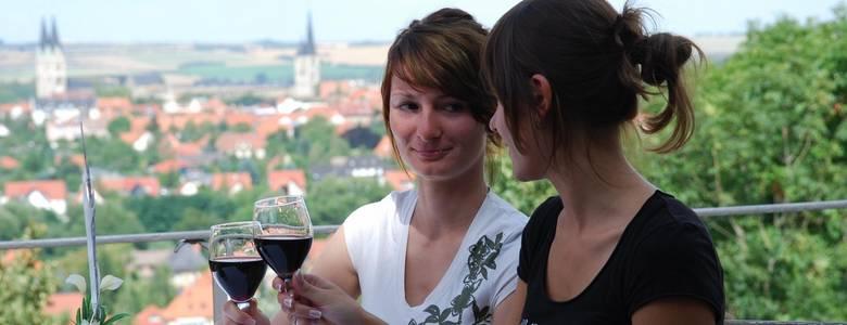 Weingenuss vor herrlicher Kulisse in den Spiegelsbergen [(c) M. Kasuptke]