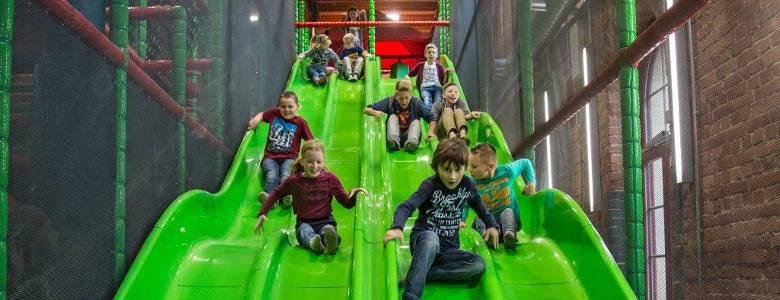 Kinder auf der Rutsche im HaWoGe Spielemagazin [(c) Fotograf Feger]
