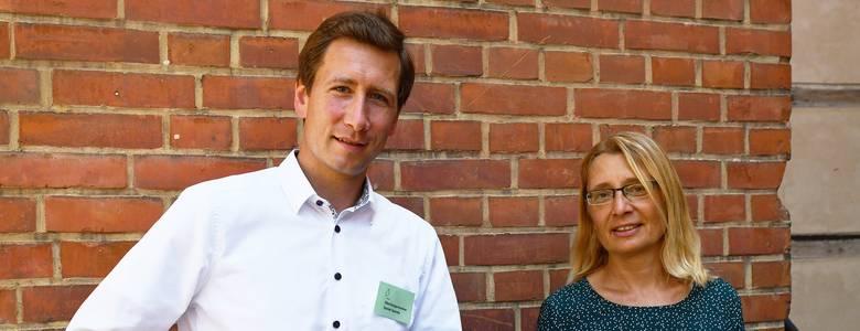 Oberbürgermeister Daniel Szarata mit der Preisträgerin Carola Neumann [(c) Stadt Halberstadt, Pressestelle]