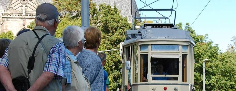 Eine Fahrt mit der historischen Straßenbahn in Halberstadt versprich ein ganz besonderes Erlebnis [(c) Halberstadt Information]