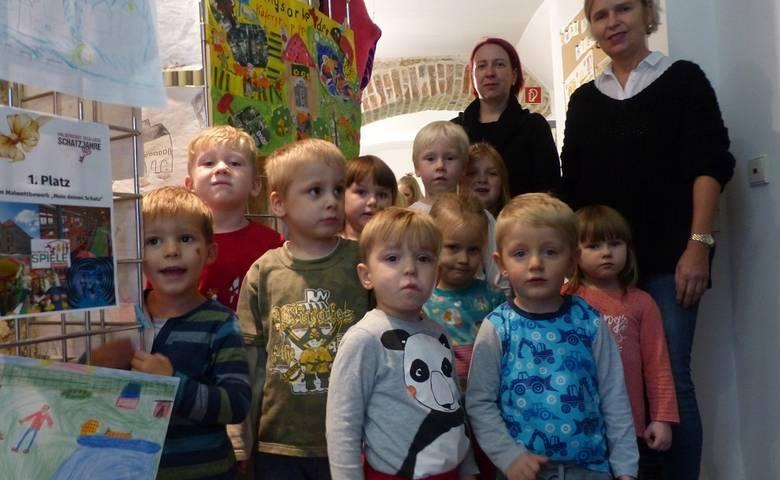 """Ausstellung zur Schatzjahre-Kinderaktion """"Male deinen Schatz"""" in der Kin-derbibliothek [(c) Stadt Halberstadt/Pressestelle]"""