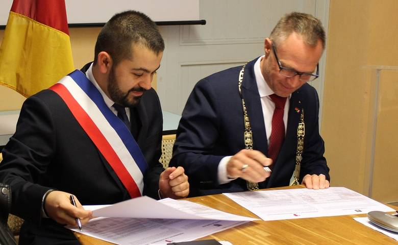 Charta zur Intensivierung der Beziehungen zwischen Villars und Halber-stadt unterzeichnet [(c) Stadt Halberstadt/Pressestelle]