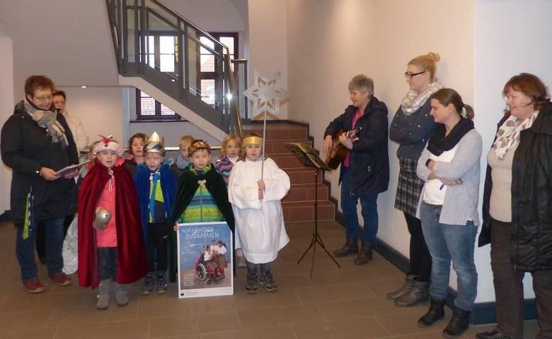 Sternsinger in der Stadtverwaltung: Singen für die Kinder der ganzen Welt [(c) Stadt Halberstadt/Pressestelle]