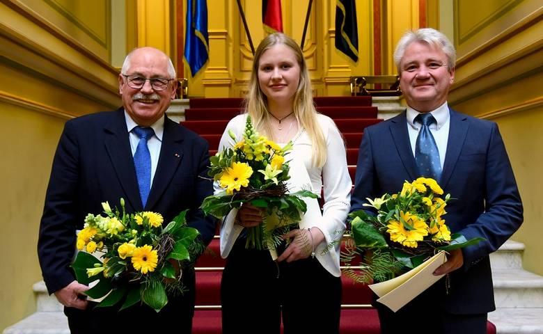 Langensteiner mit Ehrennadel des Landes ausgezeichnet – OB Henke gra-tuliert [(c) Staatskanzlei/Uli Lücke]