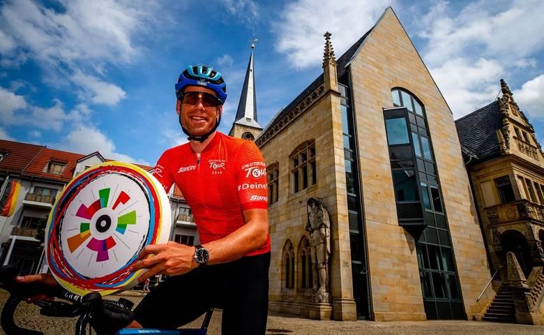 Halberstadt wird erstes Ziel der Profis – Fans der gesamten Region Harz feiern das Fahrrad [(c) Pixathlon Henning Angerer]