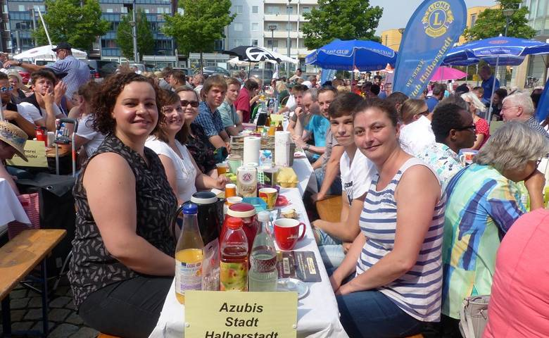 """Bürgerbrunch – Vereine stellen sich vor und Gewinner der Aktion """"Suchet der Stadt Bestes"""" wird ausgezeichnet [(c) Stadt Halberstadt/Pressestelle]"""