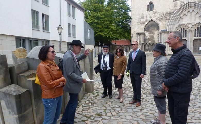 Begegnung mit Gästen aus Israel an den Steinen der Erinnerung [(c) Stadt Halberstadt/Pressestelle]