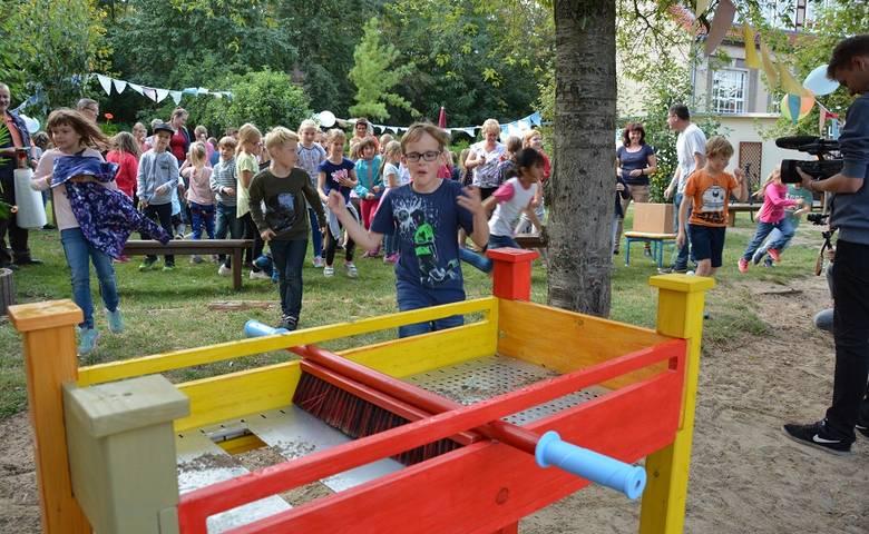 Neue Spielgeräte für den Hort der Grundschule Miriam Lundner [(c) Sabine Scholz]