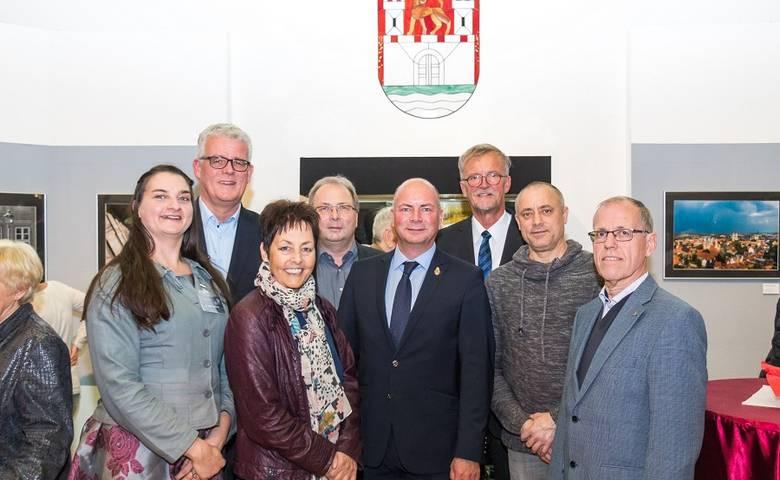 """Repräsentanten aus Wolfsburg und Halberstadt eröffneten gemeinsam die Sonderausstellung """"In der Stadt"""" [(c) Nitschke]"""