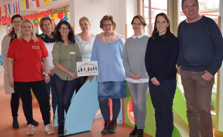 """Die Experten für Kinderpädagogik Anna von Kölln (2.v.r.) und Peter Bleckmann (r.) sprachen mit den Akteurinnen des Harzer Netzwerks """"Bildung elementar inklusiv"""" über ihre Arbeit. [(c) Carolin Reinitz]"""