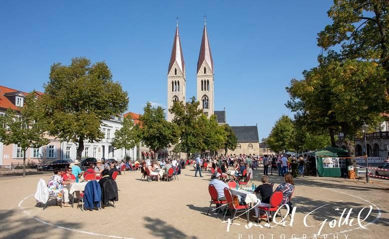 350 Gäste genossen kulturelle Acts im Viertelstundentakt – OB Henke dankt allen Beteiligten [(c) Eventbild/Ronald Göttel]