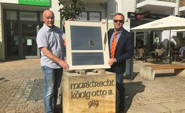 Gedenkstein auf dem Holzmarkt wiederhergerichtet [(c) Stadt Halberstadt/Pressestelle]