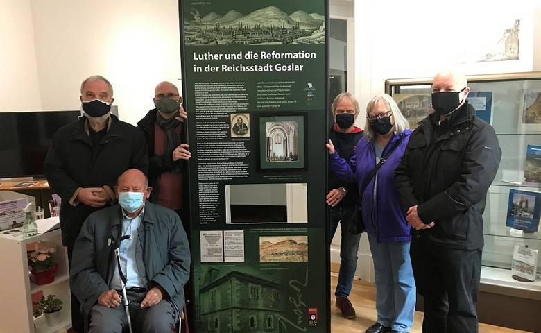 Übergabe einer besonderen Ausstellungstafel an das Zinnfiguren-Museum Goslar [(c) Stadt Halberstadt/Pressestelle]