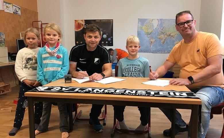 """In der Kita """"Hoppelnase"""" geht's sportlich zu – Kooperation mit dem SV Lan-genstein unterzeichnet [(c) Stadt Halberstadt/Pressestelle]"""