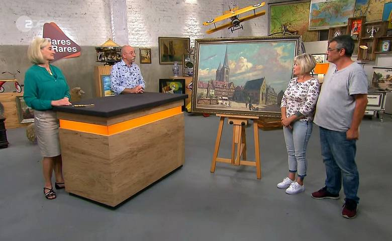 """Ein Paar aus Hanau bot das Gemälde von Walter Gemm am 22. September in der ZDF-Sendung """"Bares für Rares"""" an. Es zeigt den Holzmarkt in Halberstadt und wurde 1930 gemalt [(c) © ZDF 2020]"""