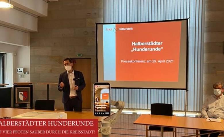 Halberstädter Hunderunde - Livestream bei der Pressekonferenz [(c) Stadtmarketing/Öffentlichkeitsarbeit]