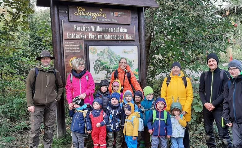 Kita Holzbergwichtel pflanzen Bäume für den Nationalpark Harz [(c) Kita Holzbergwichtel, Sargstedt]